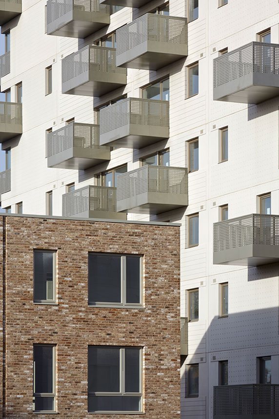 aluminium_wall_copings_residential_building